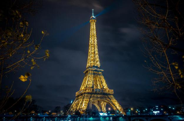 Image of Eiffel Tower from Lovelyplanet.com