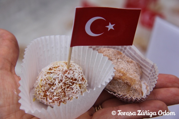 Turkish cinnamon cookie and cezerye (with the flag pick).