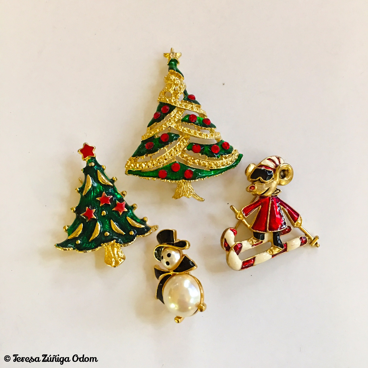 these pins look newer but cute all the same - Christmas Pins