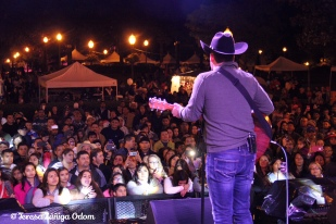 Bobby Pulido sings to a massive crowd at Fiesta 2015!