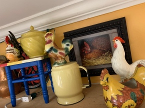 This little chicken vignette is in my kitchen over my cabinets - chickens are a big deal in France!